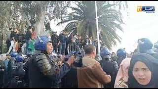طلبة اللغات ببن عكنون في وقفة سلمية ضد ترشح بوتفليقة لعهدة جديدة