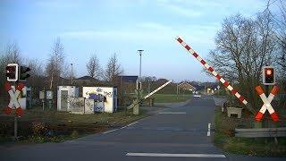 Locatie: WindmühlenwegTraject: Oldenburg - OsnabrückOntruimingslichten: 5Bomen: 2Andreaskruisen: 4Passeren:- LINT 41 als RE18 Osnabrück → VarelVideo is gemaakt op 12-03-17