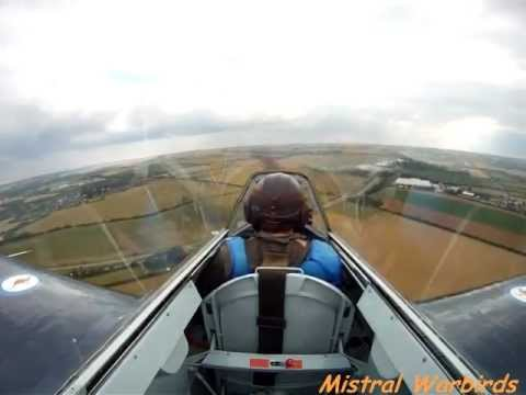 warbirds - Voici la superbe dmonstration du pilote Frederic Akary comme si vous y tiez, au dessus de Duxford. Ce chasseur bombardier Hawker Fury et sa version navale ...