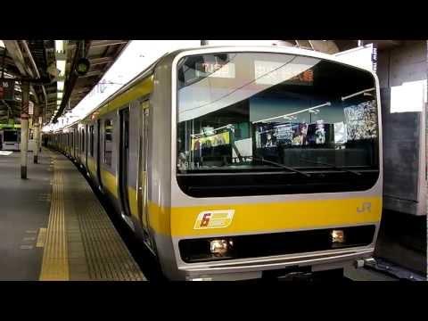 JR新宿駅のカラフルな電車たち