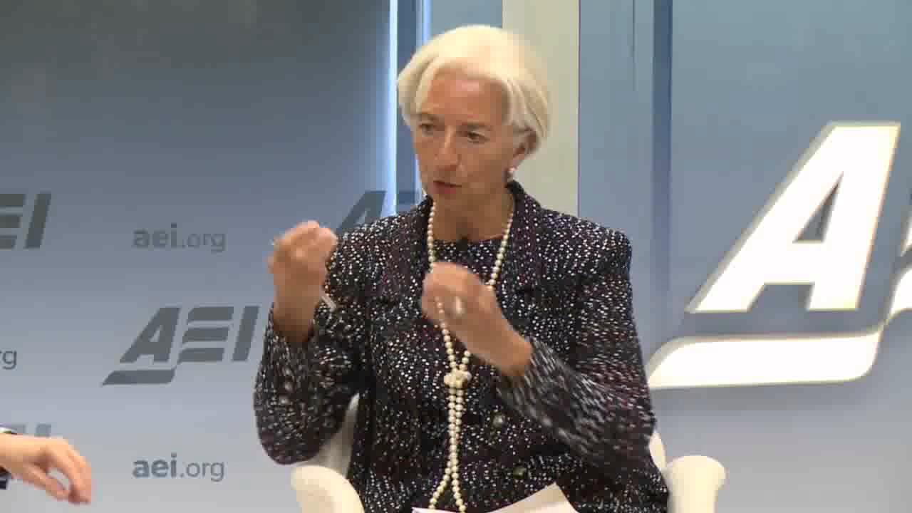 Κ. Λαγκάρντ: Διαφωνώ με Σόιμπλε, η Ελλάδα χρειάζεται λιγότερο χρέος