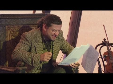 Andy Serkis reads The Hobbit as Gollum on stage Video