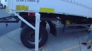 9. A kamionos. Forgózsámolyos pótkocsi. 1. rész