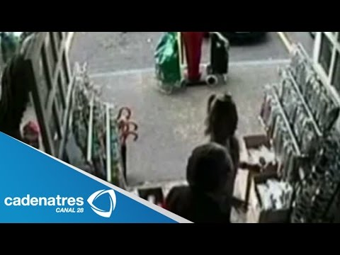 san - Video del asalto a Edith González y su esposo en San Jerónimo / Video of the assault to Edith Gonzalez and her husband in San Jerónimo 28 julio 2014 Se da a conocer el video del asalto...
