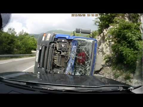 Russia - Dash Cam - Truck Turnover