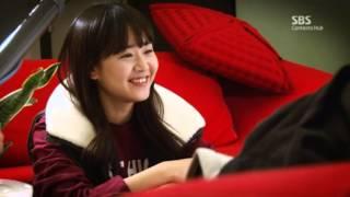 Video Cheongdam-dong Alice Making Film - Moon Geun Young Has Fun Posing for Photos with Production Crew MP3, 3GP, MP4, WEBM, AVI, FLV Maret 2018