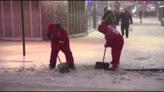 Raw: Workers Begin Clearing Snow In Times Square