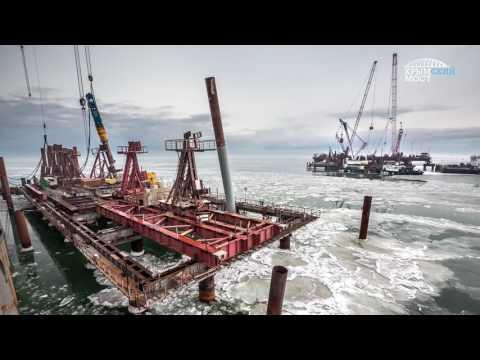 Возведение Крымского моста продолжается в ледоход