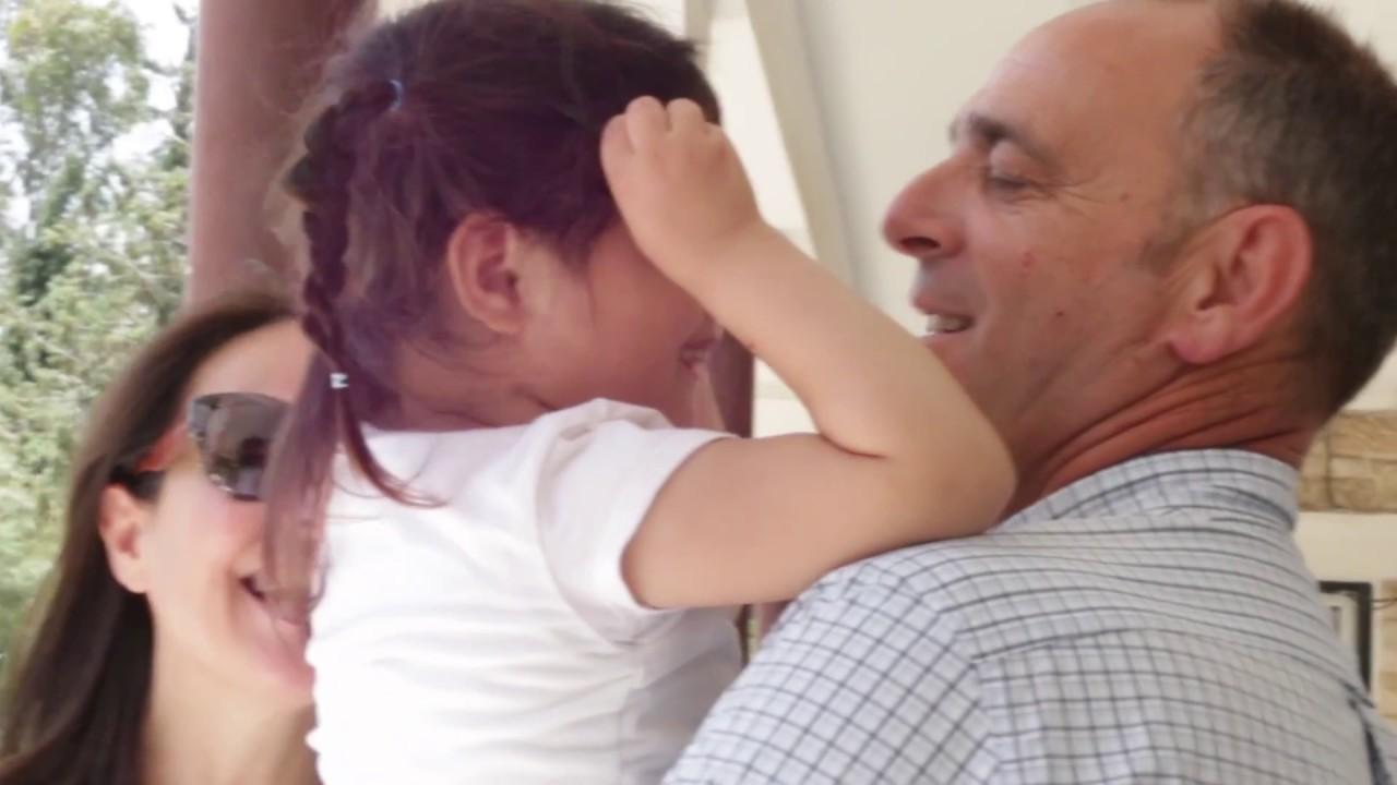Ανοίξτε την αγκαλιά σας για να βγουν τα παιδιά από τα ιδρύματα