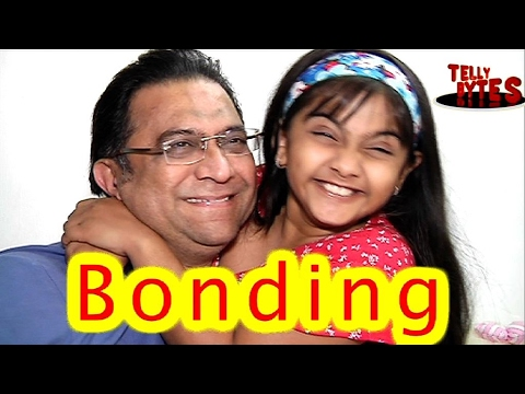 Aww ! Avni with her REAL Father on the set's of Na