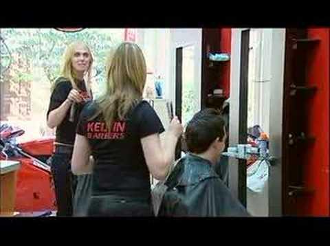 La broma de las rubias en la barbería