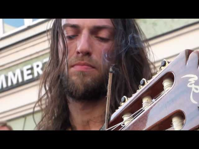 Estas Tonne - The Song of the Golden Dragon - Stadtspektakel Landshut 2011
