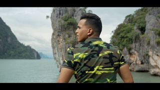 Soufiane Eddyani - Een Dief Als Broer (Prod. Fraasie) Hierbij stel ik jullie voor aan de langverwachte videoclip van Soufiane...