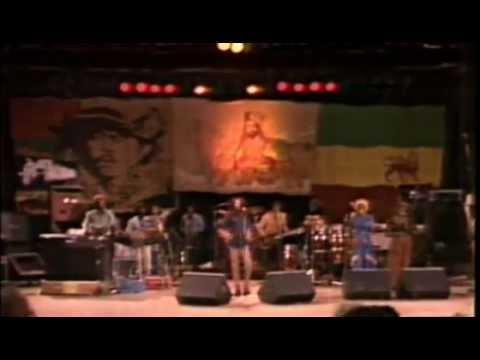 Marley - Visite nosso site http://www.reggaeraiz.com.br Show realizado em Santa Barbara , em 25 de Novembro de 1979. 01:30 - Positive Vibration 06:30 - Wake Up And Li...