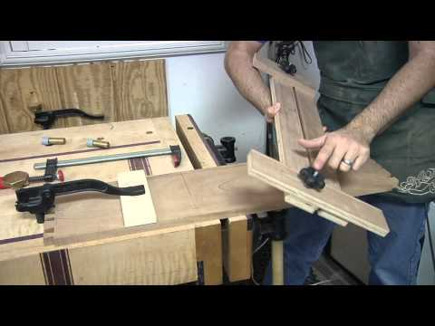 Jig - http://thewoodwhisperer.com The secret to making perfect dados with your router! For a PDF and SketchUp plan of this project, head to http://thewoodwhisperer...