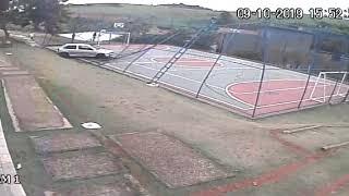 Młody oszukał przeznaczenie na boisku podczas gry w piłkę