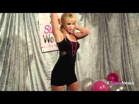Aleska Diamond au Salon ' Paris X ' (видео)