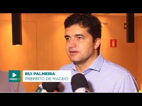 Rui Palmeira visita instalações do Comfort Hotel Maceió