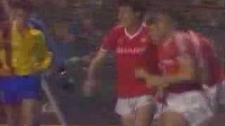 Bryan Robson gegen den FC Barcelona