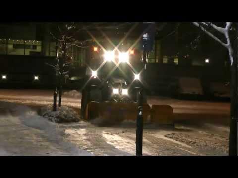 Fendt 820 Vario Plowing Snow