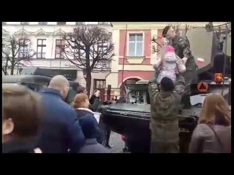 Wideo1: Rodzinne Świętowanie Niepodległości na Rynku w Lesznie