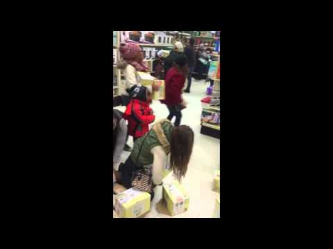 Lady steals from a kid on Black Friday 2015