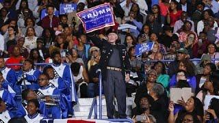 Video Obama Defends Heckler at Clinton Rally MP3, 3GP, MP4, WEBM, AVI, FLV Maret 2019