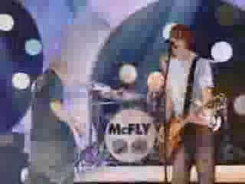 Tekst piosenki McFly - Crazy little thing called love po polsku