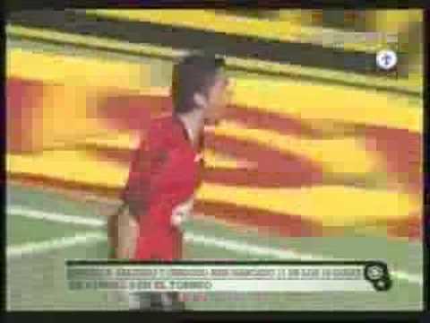 El goleador Paraguayo de Newells una bestiaaa