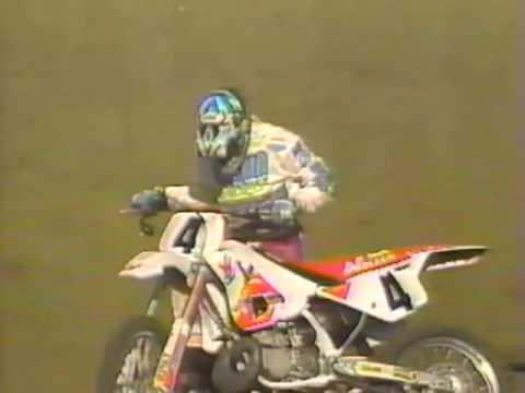 Larry Brooks Amazing Crash and Finish -  1992 L.A. Coliseum Mickey Thompson Supercross
