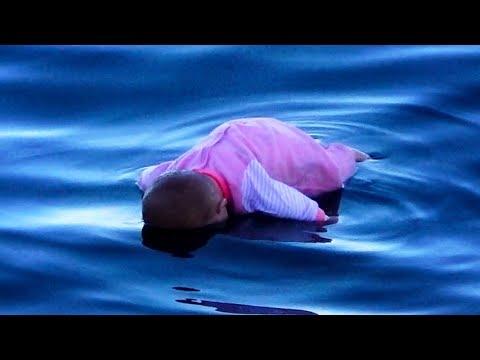 當寶寶車掉進海裡時,人們的反應是?