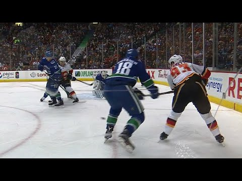 Video: Bennett's back-hander feeds Jankowski to open scoring against Canucks