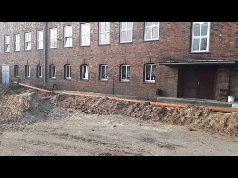 Wideo1: Budowa krytej pływalni Delfinek w Górze