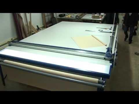 Tavolo per il taglio di tessuti per tende a rullo REXEL UK 1