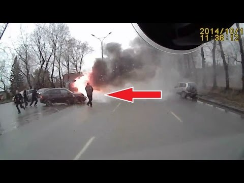 Безумная подборка лучших аварий и дтп с видеорегистратора за октябрь 2014 года, посмотрите сколько идиотов на дорогах!