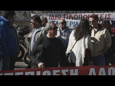 Διαμαρτυρία εργαζομένων στις αστικές συγκοινωνίες έξω από το Υπ. Μεταφορών
