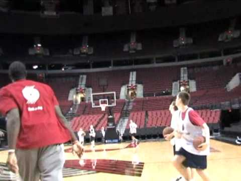 Greg Oden makes full court shot