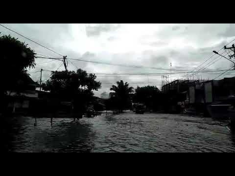 Banjir di Jalan Purnama Pontianak, Hingga Petang Air Tak Kunjung Surut