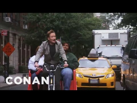 Conan O'Brien řídí rikšu v New Yorku