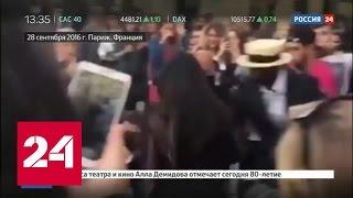 Кардашьян подаст в суд на украинского журналиста за поцелуй в пятую точку. Видео
