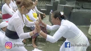 Download Video Spiritual Bali_Nusa Ceningan #Kerauhan MP3 3GP MP4