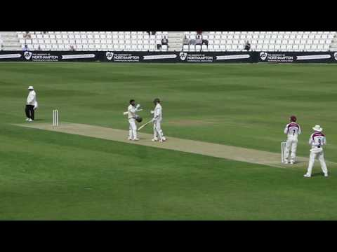 Dinesh Chandimal's superb catch to dismiss Umar Akmal