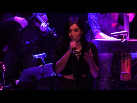 Video - Η Μάγδα Βαρούχα στο Music Corner!