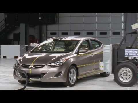 Hyundai Elantra CRASH TEST 2012 Hyundai Elantra VS. 2001 and 2005 Elantra