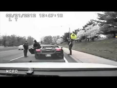 la polizia ferma una lamborghini nera: incredibile chi scende dall'auto!
