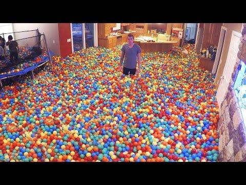 Vīrs izjoko sievu, piepildot māju ar tūkstošiem plastikāta bumbiņām