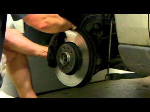 Removing brake rotor Volvo V70 (2001) (also for Volvo S60)