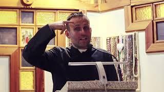 """Ksiądz rozwalił system swoją rapową odpowiedzią na film """"Kler"""""""