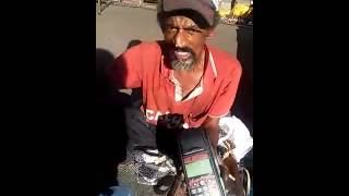 Mendigo aceita Cartão Crédito/Débito - Videos WhatsApp