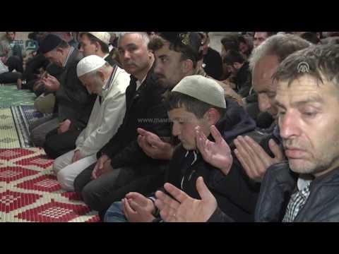 مصر العربية   الأتراك يؤدون أول صلاة تروايح لشهر رمضان الفضيل